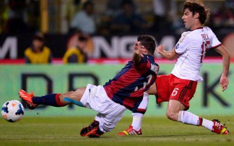 Milan (áo trắng) suýt nữa đã phải nhận thất bại trên sân của Bologna