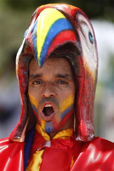 CĐV Comlombia trong trận đấu với Ecuador.