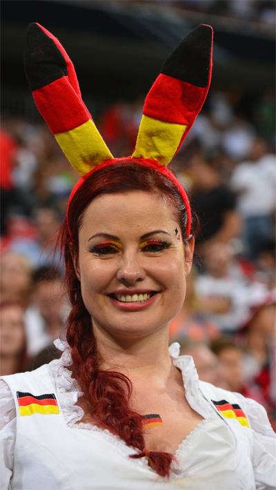 Một fan nữ của đội Đức, trong trận đấu với Áo trên sân Allianz Arena.