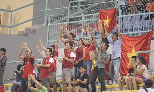 Các CĐV này cho biết, ở các trận đấu tới họ sẽ kêu gọi người lao động và du học sinh Việt Nam đang làm việc và học tập tại Malaysia đến sân đông hơn để cổ vũ cho đội tuyển U19. Việt Nam sẽ gặp U19 Hong Kong vào 5/10 và U19 Australia vào 7/10.