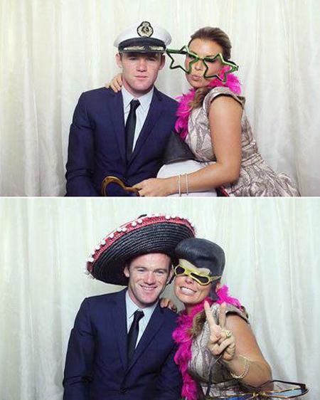 Cặp đôi thoải mái tạo dáng bên nhau, có lúc đổi phụ kiện như tóc giả hay chiếc mũ rộng vành đặc trưng của người Mexico. Bà xã sao MU còn khoác thêm chiếc khăn màu hồng rực 'sến sẩm'.