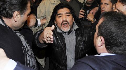 Maradona vẫn dứt khoát không trả nợ cho cục thuế Italia