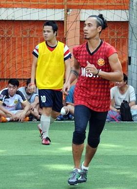 Phạm Anh Khoa tham gia đá bóng đồng hành cùng chương trình