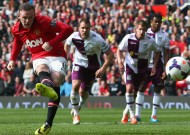 Rooney double helps United issue response
