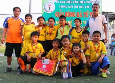 CLB Thăng Long FC đoạt chức vô địch giải bóng đá tứ hùng