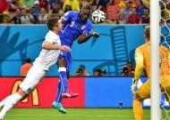 England 1-2 Italy: Balotelli heads Azzurri to victory