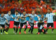 Argentina break Dutch resistance on penalties