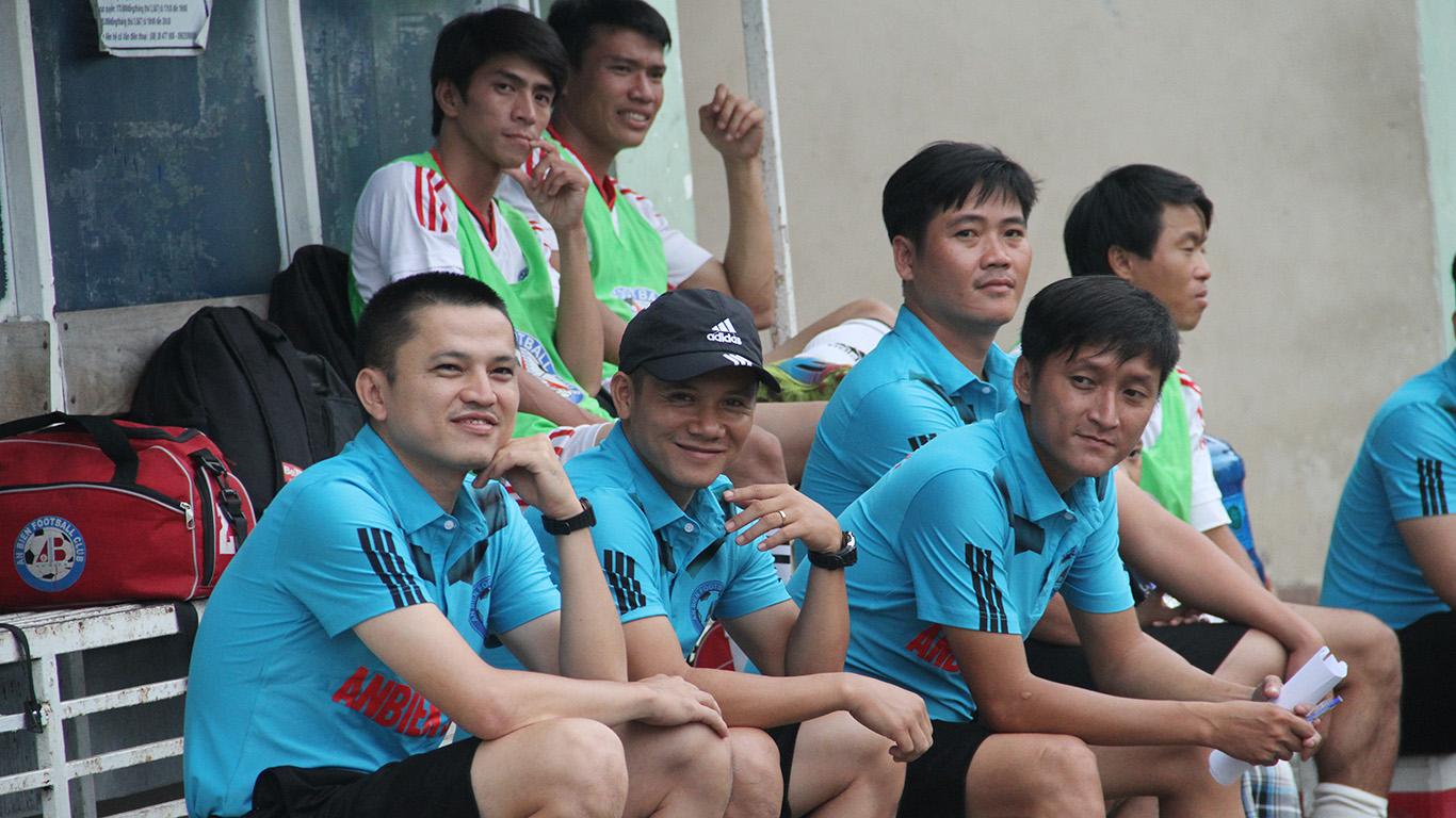 Đại diện các đội bóng rạng ngời khi tham dự giải