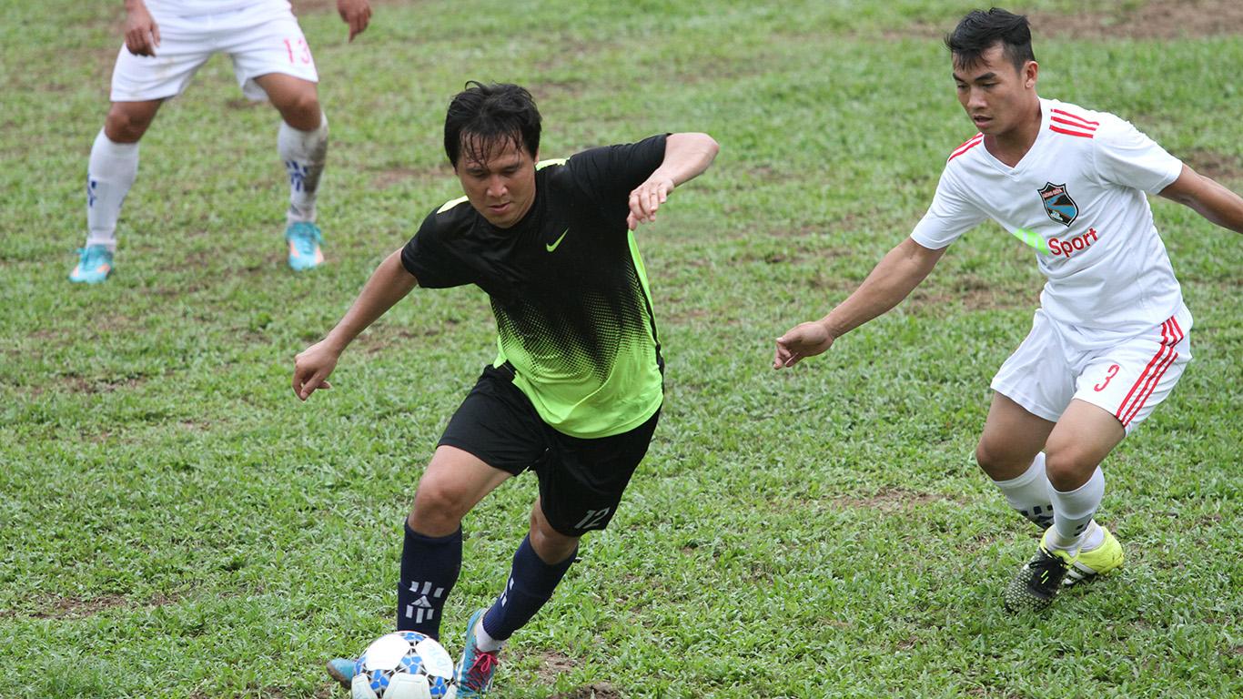 Cựu đội trưởng đội tuyển quốc gia Nguyễn Minh Phương trong màu áo đội Tuyết Nhi FC - Quận 10