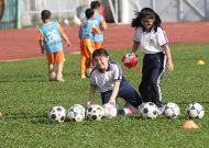 Ngày hội bóng đá cộng đồng cho các em học sinh