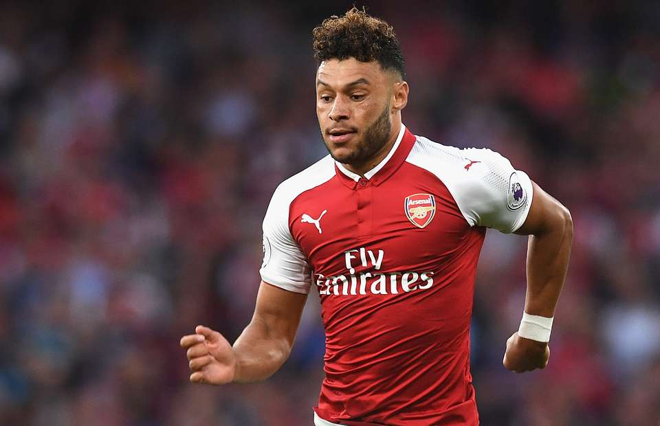 New Arsenal deal stalls for Oxlade-Chamberlain over wage demands - Chelsea will pay