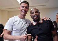 Ronaldo celebrates Supercoppa win with Floyd Mayweather