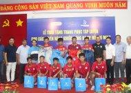 Các tuyến năng khiếu bóng đá TPHCM nhận quà tặng trang phục tập luyện và sinh hoạt