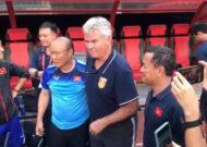 """HLV Guus Hiddink """"mất ghế"""" sau trận thua U22 Việt Nam"""