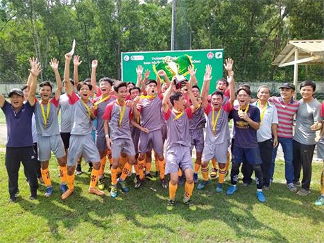 Bế mạc giải bóng đá khối THPT TP.HCM 2019: đội bóng khối THPT huyện Hóc Môn lên ngôi vô địch