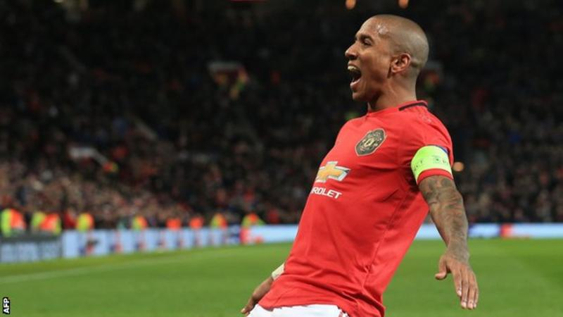 Ashley Young: Manchester United agree fee with Inter Milan