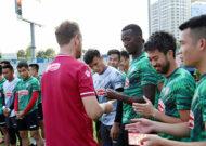 Nhiều đội bóng V.League vui vẻ nhận lì xì đầu năm Tân Sửu 2021